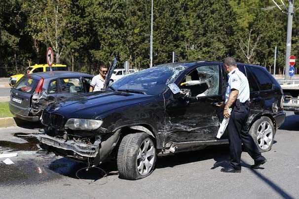 Полиция спасла парня, протаранившего 5 машин