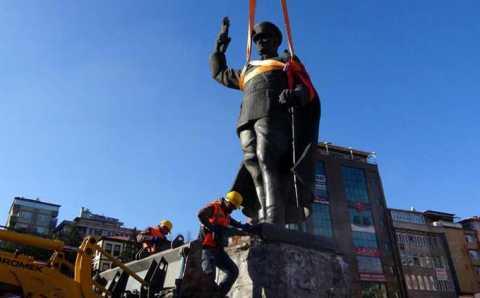 В Ризе с площади убрали памятник Ататюрку