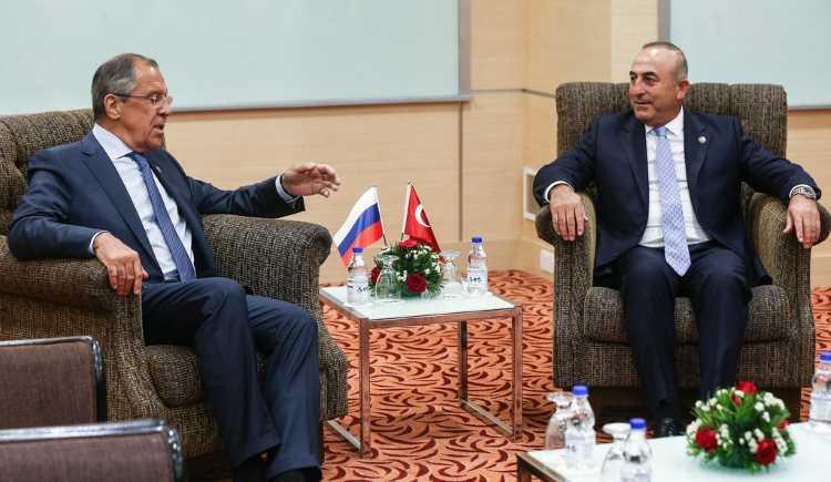 Чавушоглу обсудил с Лавровым армяно-азербайджанский конфликт