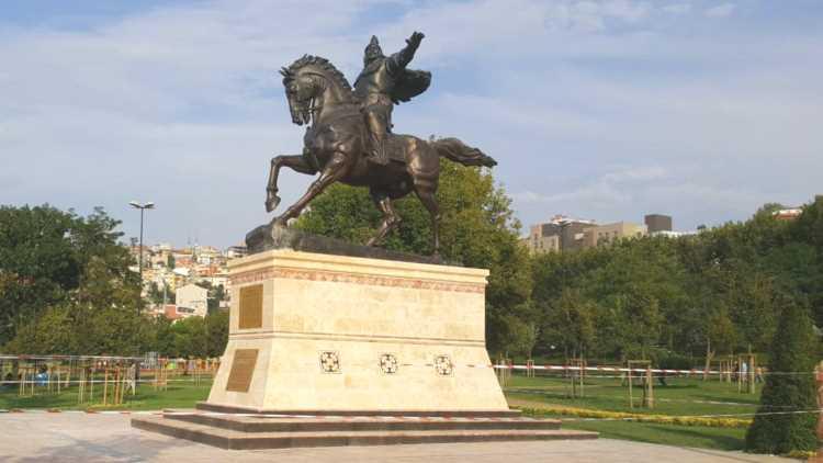 Памятник Манасу Великодушному появился в Стамбуле