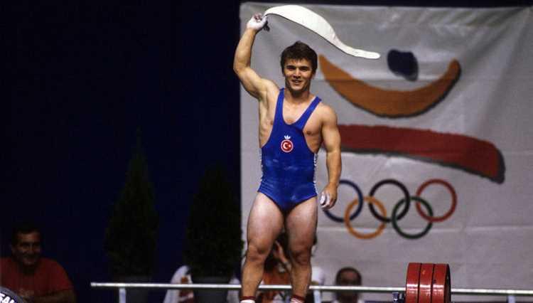 Скончался самый титулованный тяжелоатлет мира