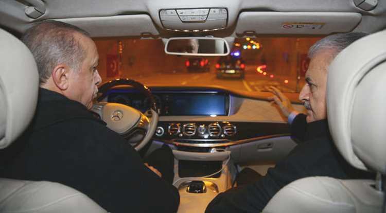 Президент прокатил премьера по новому тоннелю в Стамбуле