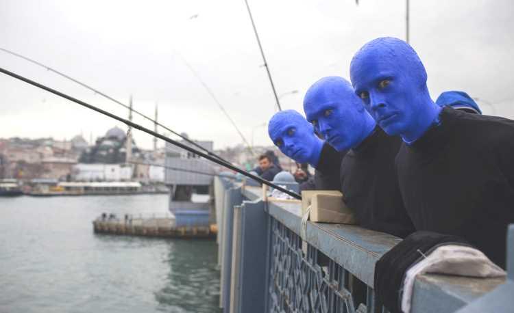«Группа синих людей» будет две недели будоражить Стамбул