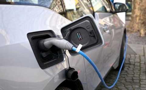 Зарядные станции появятся на парковках и АЗС