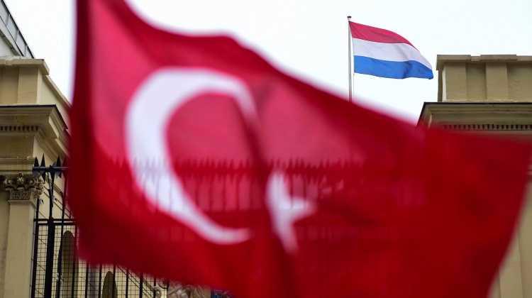 Нидерланды официально отозвали посла из Турции