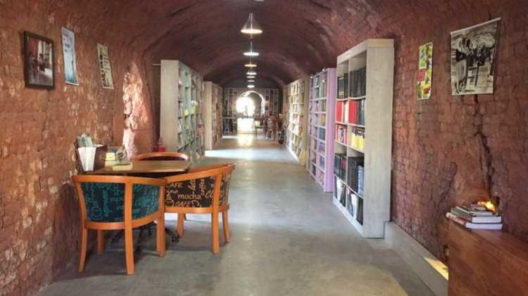 «Библиотека выброшенных книг» действует в столице Турции