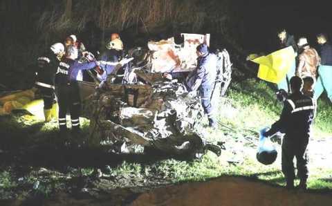 5 безжизненных тел извлекли из искореженного авто