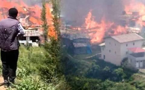 Пожар превратил половину поселка в пепел