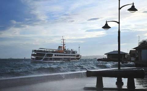 Грозы и сильный ветер пройдут мимо курортов Турции
