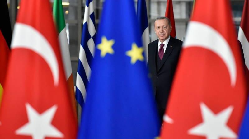 ЕС просит Турцию пересмотреть решение по Стамбульской конвенции