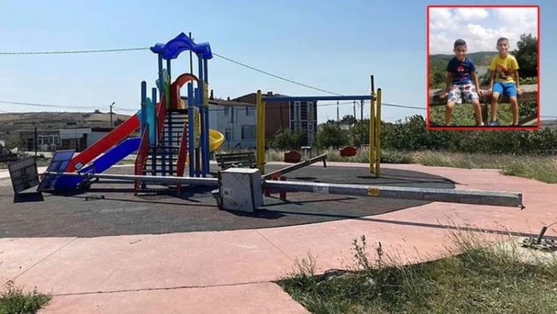 Фонарь убил ребенка на детской площадке в Стамбуле