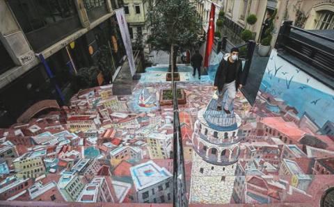 Украинец разукрасил улицу в Стамбуле