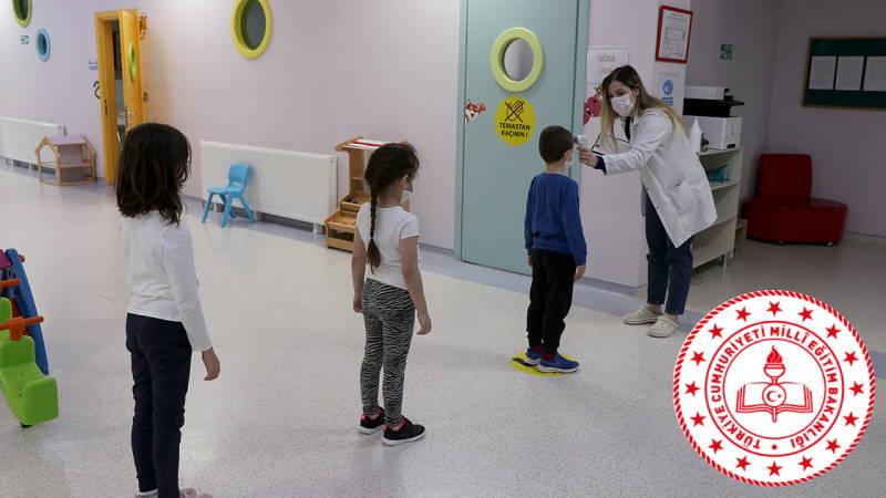 Минздрав начал вакцинацию учителей