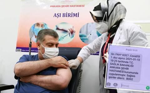 Вакцинация в Турции стартовала с главы Минздрава