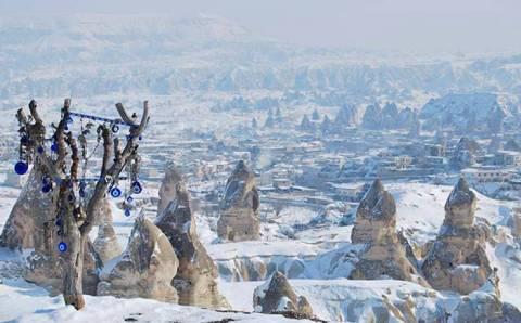 Снег приостановил полеты на шарах в Каппадокии