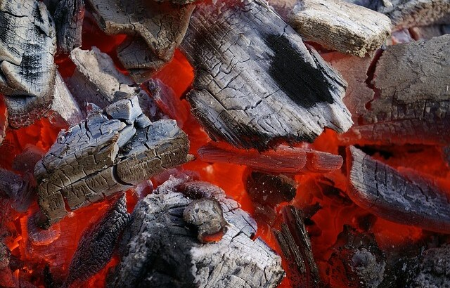 バーベキューの火おこしをバーナー不要でできるお手軽な3つの方法