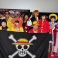 田中真弓(左二)與山口勝平(中)與現場眾多有扮裝的粉絲合影