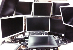 ▲天夢森流彩老師的電腦擁有10台螢幕
