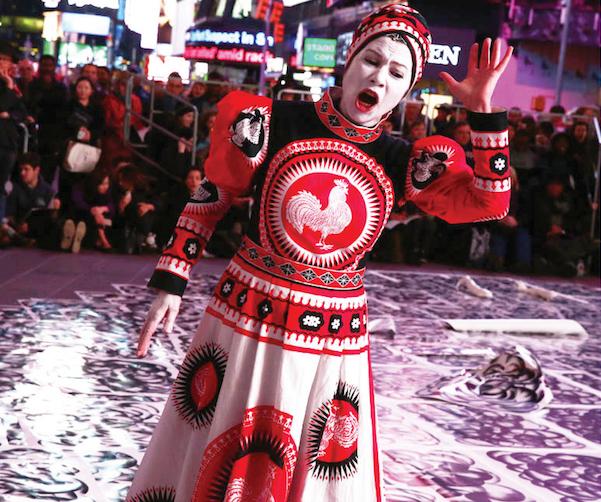 Robin Rhode à Perfoma 15 à Times Square à New York. Photo gracieuseté de Performa.