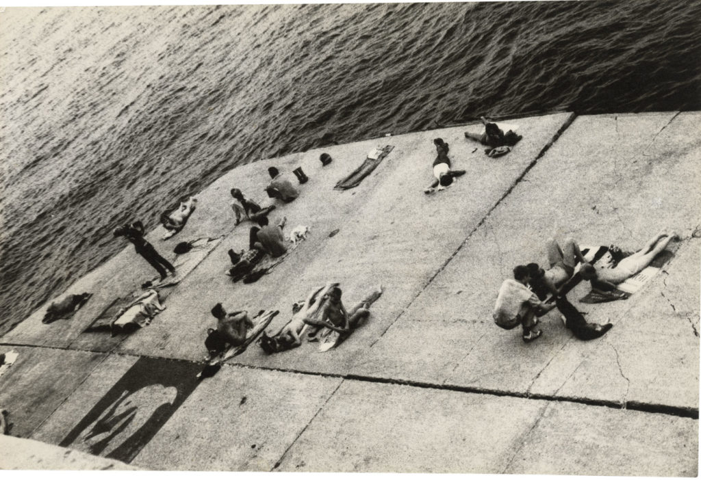 Alvin Baltrop, The Piers (sunbathing platform with Tava mural) (1975–86). Courtesy The Alvin Baltrop Trust, © 2010, Third Streaming, NY, and Galerie Buchholz, Berlin/Cologne/New York.