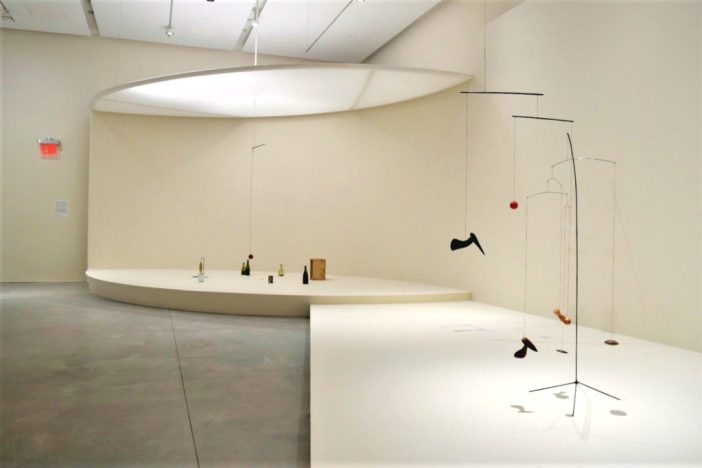 """""""Calder: Small Sphere and Heavy Sphere"""" na nova Pace Gallery"""