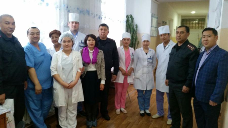 Участники акции и врачи 3-й Детской больницы