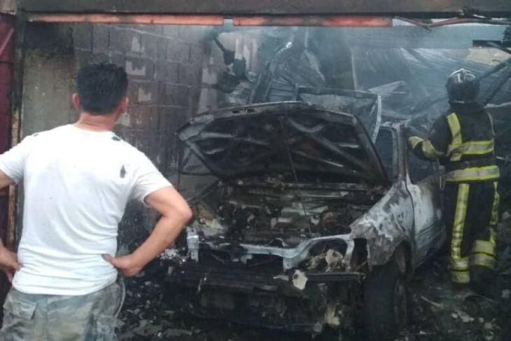 Машина сгорела дотла