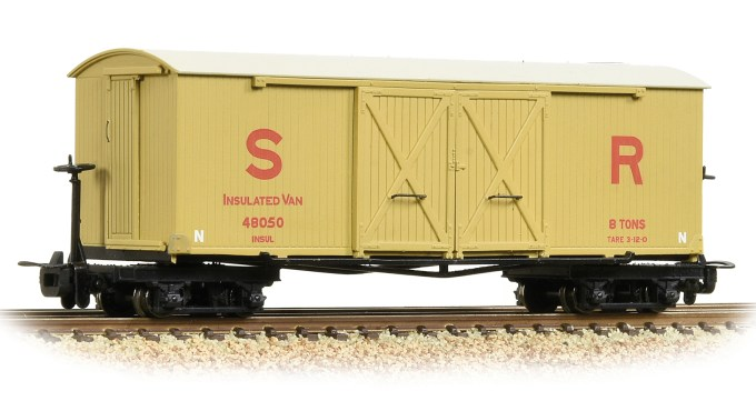 NEW 2019 Bachmann OO9 Bogie Covered Goods Wagon SR Insulated (393-030)