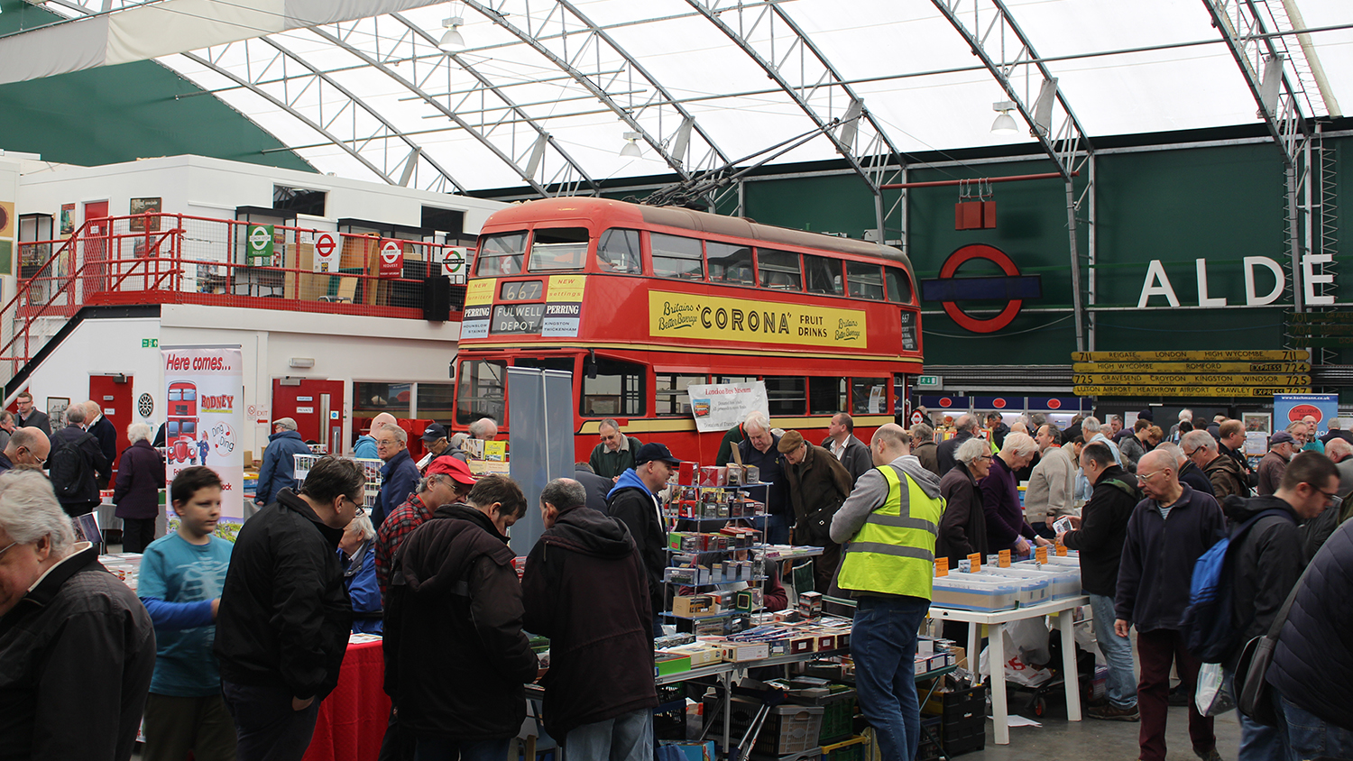 Free Vintage bus ride for Bachmann Collectors Club Members to Spring Gathering at London Bus Museum!
