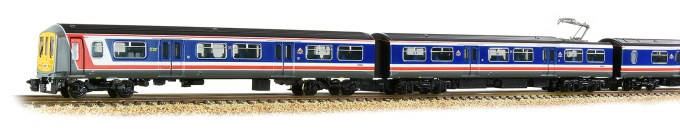 Graham Farish N Scale 372-875 Class 319 4-Car EMU 319004 BR Network SouthEast (Revised) Close up