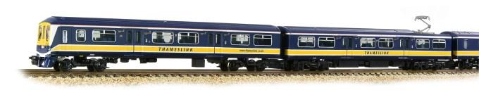 Graham Farish N Scale 72-876 Class 319 4-Car EMU 319382 Thameslink Close up