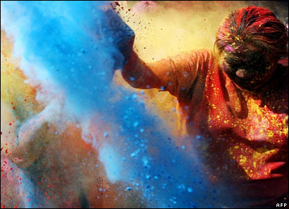 https://i1.wp.com/news.bbc.co.uk/media/images/42640000/jpg/_42640957_holi_paint2_afp.jpg
