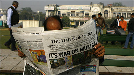 Mumbai citizen reads the morning newspaper on 27/11/08