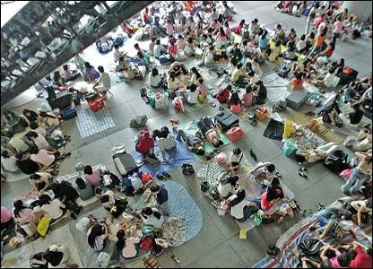 Resultado de imagen de filipino maids in hk floor