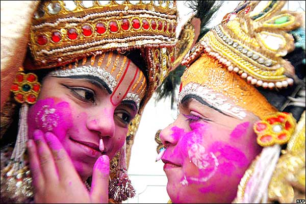 https://i1.wp.com/news.bbc.co.uk/nol/shared/spl/hi/pop_ups/06/south_asia_holi0_hindu_festival_of_colours/img/1.jpg