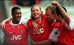 http://news.bbc.co.uk/olmedia/90000/images/_93149_arsenal_players_celebrate_a_goal_300_(19-05-98)_grab.jpg