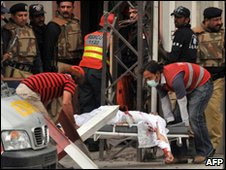 Rescuers remove a body from a mosque in Lahore, 28 May