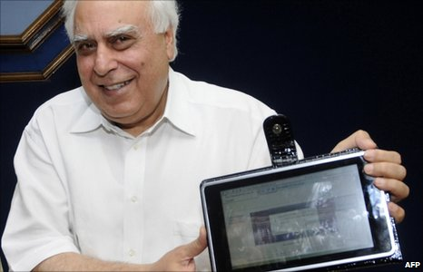 Kapil Sibal shows Sakshat Tablet