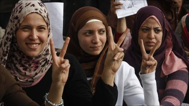 Protesters show victory sign in Cairo. Photo: 30 January 2011