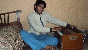 Musician in the Shahi Mohallah area