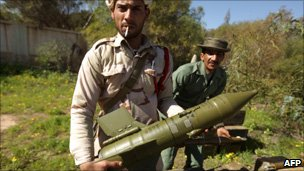 Wire guided anti tank weapon