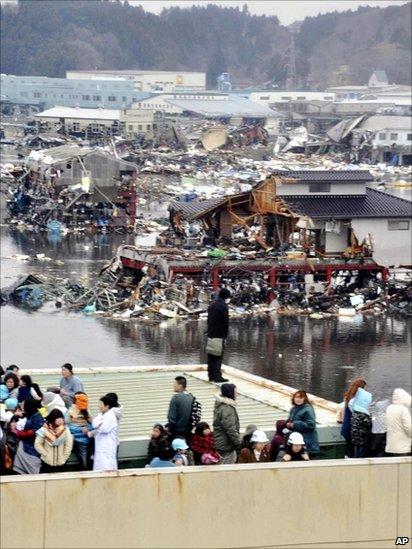 People evacuated to a rooftop in Kesennuma
