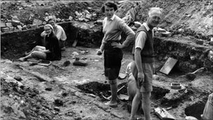 Ralegh Radford and team in the midst of the Glastonbury excavations
