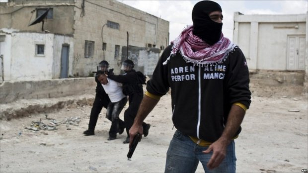 Israeli undercover policeman during arrest operation in East Jerusalem, 15 May 2011