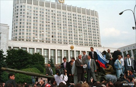 Yeltsin on tank outside the White House