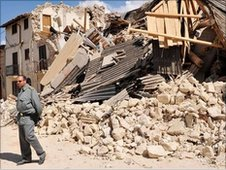Quake damaged buildings in Onna