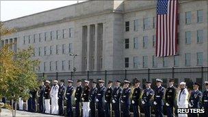 Στρατιώτες μπροστά από το Πεντάγωνο