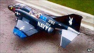 Ένα μοντέλο του Ναυτικού των ΗΠΑ της δεκαετίας του 1960 Phantom μαχητικό φέρεται να ανήκουν σε Rezwan Ferdaus
