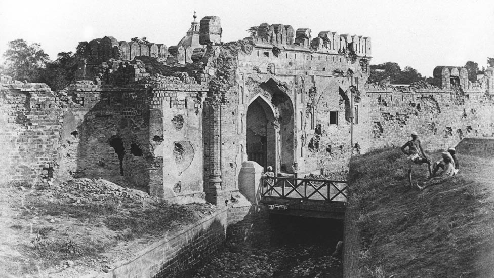 Kashmiri Gate was evidence of the heavy fighting between the British army and the Indian defenders. This was a double gateway to Delhi, built in 1835, on the north wall of Delhi, by a British engineer, it suffered from major assault by British forces. Later this became a major draw for British tourists. In 1858, Delhi was besieged by British, and this gate was the scene of the final assault on Delhi by forces under Brigadier John Nicholson. | Image of Kashmiri Gate from Felice Beato photographs. | Source & courtesy - bbc.co.uk. | Click for larger image.