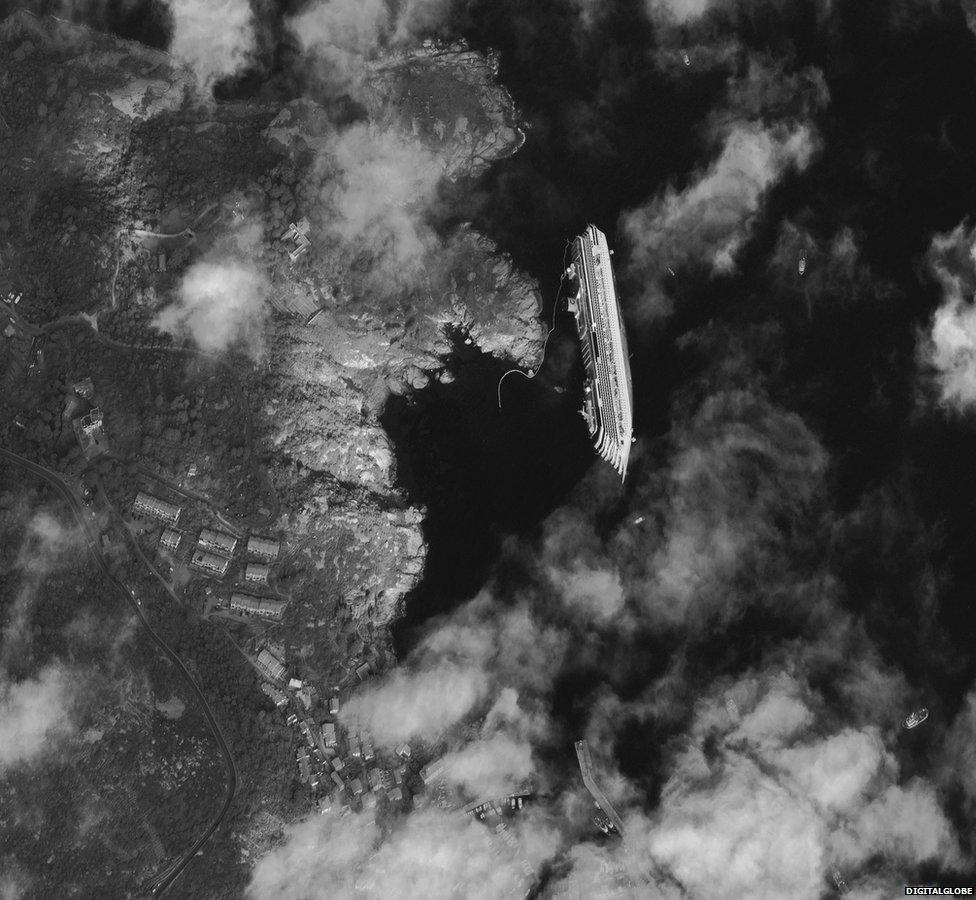 la costa concordia incagliata sull'isola del giglio (fonte BBC)
